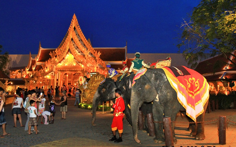 Phuket FantaSea Show Gold Ticket + Buffet Dinner