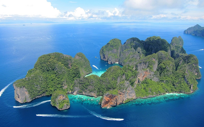Phi Phi Islands Budget Snorkeling Tour by Big Boat