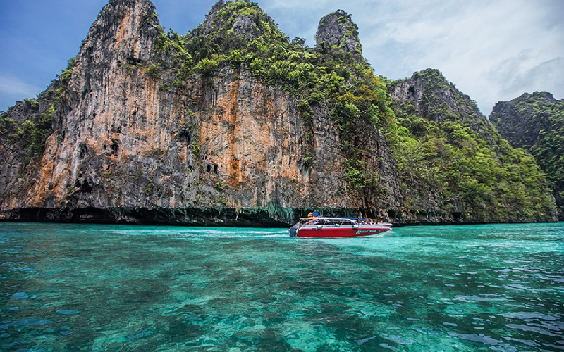 Phi Phi + Khai Islands Regular Tour by Speedboat